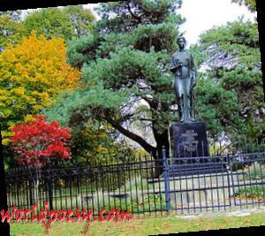 350px-Monument_Lesya_Ukrainka_Toronto
