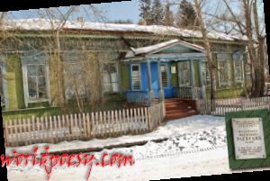 1024px-Дом_Раевского_в_Олонках